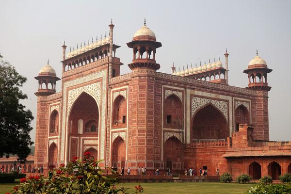 Taj Mahal - La porte d'entrée laisse présager du reste...