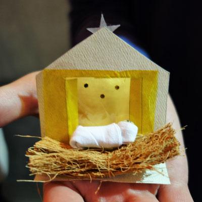 Le cadeau des sœurs : une mini-crèche confectionnée par leurs soins !