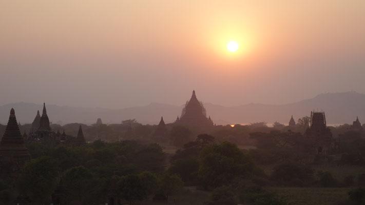 La vallée aux 1 000 temples - coucher de soleil