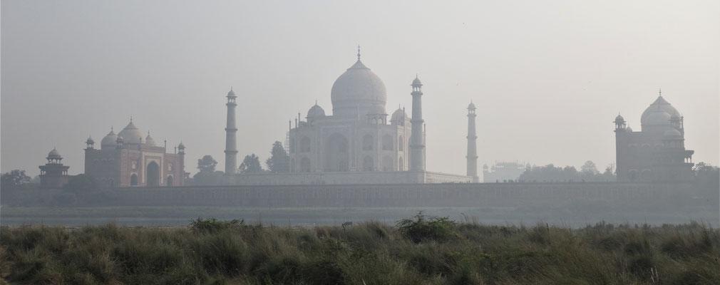 Taj Mahal - Une vue superbe depuis la rive opposée !
