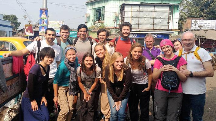 Avec des volontaires de Kalighat