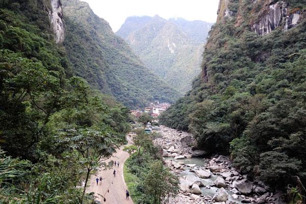 Arrivée à Aguas Calientes, ville aux pieds du Machu Picchu !