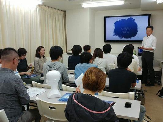 食支援の勉強会で、完全側臥位法にもとづいた「誤嚥性肺炎と低栄養を防ぐための姿勢研修」を実施