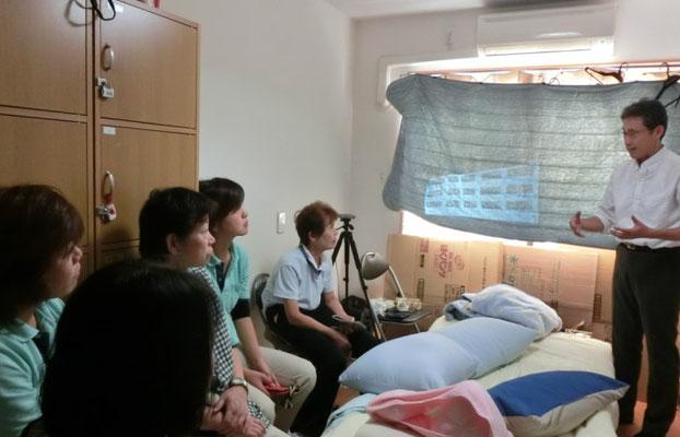サービス付き高齢者住宅で、完全側臥位法にもとづいた「誤嚥性肺炎と低栄養を防ぐための姿勢研修」を実施