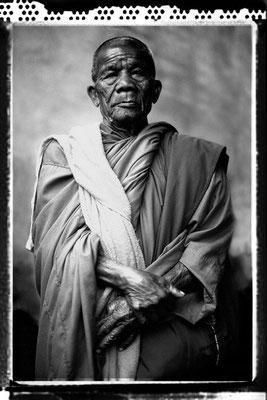 """""""monk from khon kaen"""" - kurt treumann - urkunde bezirksfotoschau 2003"""