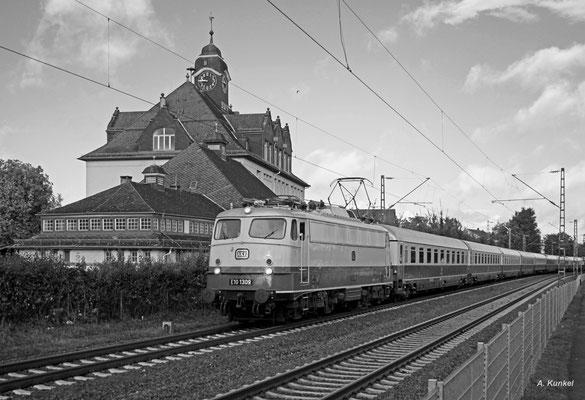 Die E 10 1309 durchfährt mit dem TEE Rheingold nach Italien am 02. Oktober 2016 Großauheim .
