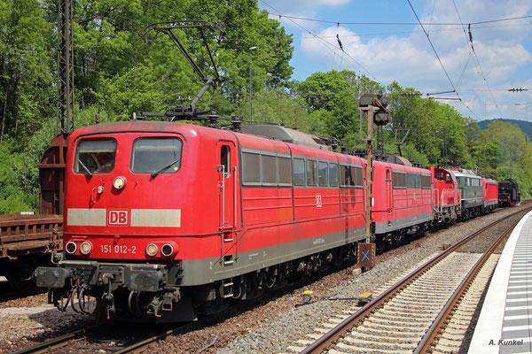Regulären Schiebedienst in Laufach haben am 25. Mai 2016 die 151 026 und 151 012, die beide auch an der Fahrzeugausstellung teilnehmen.