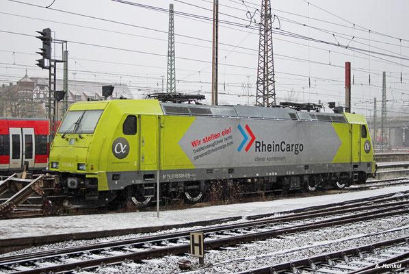 Um neue Lokführer wirbt auch 119 008 von Rheincargo, die am 4. Januar 2017 in Ulm auf ihren nächsten Einsatz wartet.