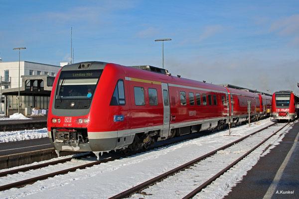 612 087 als RE 3288 nach Lindau verlässt Kempten Hbf am 3. Januar 2017 gemeinsam mit 612 088 als RE 3388 nach Oberstdorf.