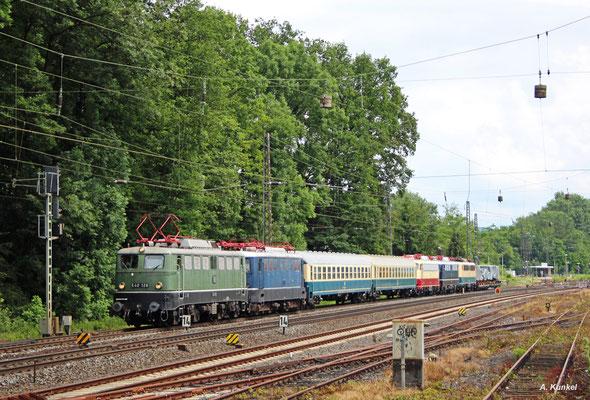 Das DB Museum fährt am 14. Juni 2016 einige historische Fahrzeuge nach Koblenz zum Sommerfest. Der Zug aus Nürnberg kommt auch durch Kahl und besteht aus E 40 128, 110 005, 114 488, E10 228, 140 423 und dem Adler.