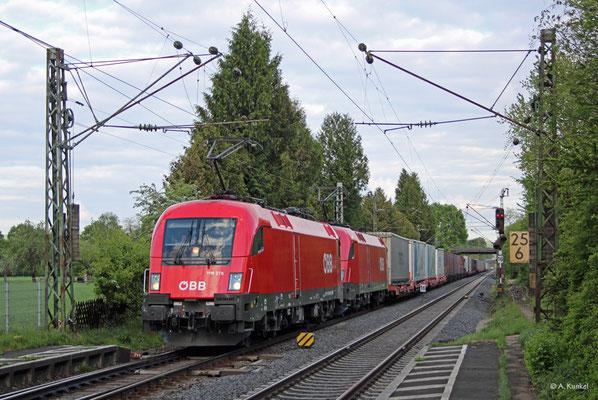 1116 278 und 1016 027 mit einem KLV-Zug am 28. April 2019 in Großkrotzenburg.