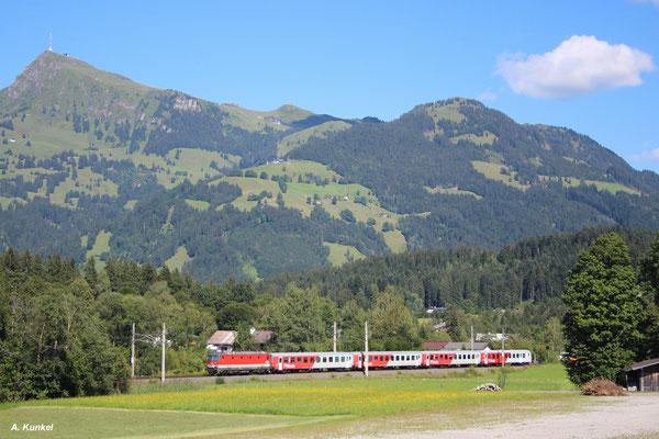 Diese 1144 schiebt REX 1513 aus Wörgl nach Salzburg. Nächster Halt ist in wenigen Augenblicken Kitzbühel-Schwarzsee (07. August 2016).