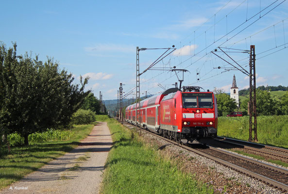 146 114 mit RE 17035 nach Basel Bad. Bf am 01. Juli 2016 in Denzlingen.