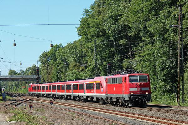 Sowohl die Loks als auch die Wagen sind bald Geschichte: Während die Modus-Wagen im Laufe des Jahres 2016 abgestellt werden, sind auch 2017 noch vereinzelt 111er anzutreffen (hier 111 103 und 111 188 in Kahl, 25. August 2016).