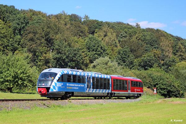 642 698 ist am 31. August 2016 als RB nach Hanau im Kahlgrund unterwegs. Gerade hat der Triebzug den Startbahnhof Schöllkrippen verlassen.