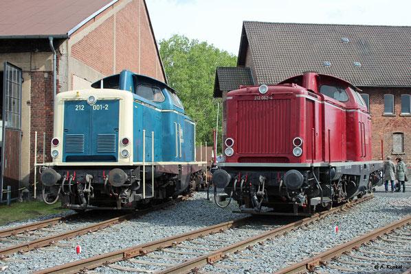 Beim Lokschuppenfest in Hanau am 04. Mai 2019 sind 212 001 und 212 062 nebeneinander ausgestellt.
