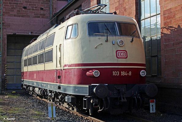 103 184 wartet am 17. Januar 2017 immer noch geduldig in Frankfurt auf ihr weiteres Schicksal, nachdem das Verkaufsangebot nicht zum Erfolg führte. (nein, ich habe nicht unbefugt Bahngelände betreten!)