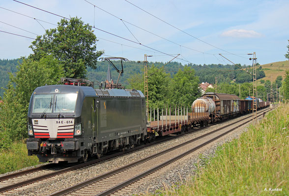 193 614 der MRCE im Einsatz für DB Schenker mit gemischtem Güterzug am 07. Juli 2016 bei Obersinn.