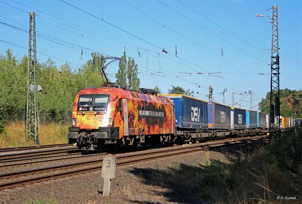 """Der """"Feuertaurus"""" 185 572 fädelt am 23. Juli 2019 in Großkrotzenburg in Richtung Aschaffenburg ein."""