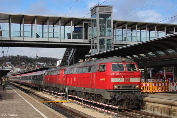 218 432 und 218 434 bringen am 01. März 2019 gemeinsam den IC 119 Richtung Lindau / Innsbruck. Als sie in Ulm wegen eines Notarzteinsatzes lange auf die Abfahrt warten müssen, kommt kurzzeitig sogar die Sonne raus.