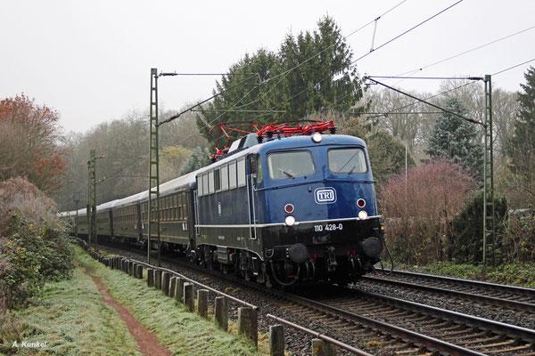 110 428 von TRI legt sich am 02. Dezember 2017 mit ihrem Classic Courier in Hanau Wilhelmsbad in die Kurve.