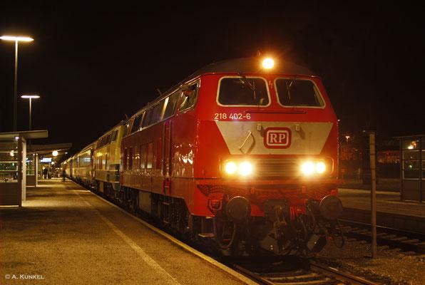218 402 von RP Railsystems bringt am Abend des 02. März 2019 gemeinsam mit 218 460 den EC 190 nach Lindau. Pünktlich erreicht der Zug Kempten Hbf.