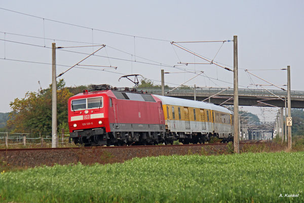 Am 28 .September 2017 werden die von Offenbach ausgehenden S-Bahn-Strecken überprüft. 120 125 ist mit ihrem Messzug am Morgen bei Rodgau-Weißkirchen unterwegs.