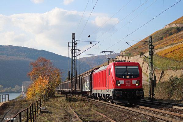 187 080 vertritt am 02. November 2017 in Rüdesheim die moderne E-Traktion.