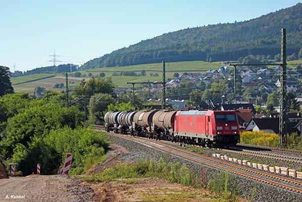 185 318 hat am 26. August 2016 in Laufach nur vier Kesselwagen am Haken.