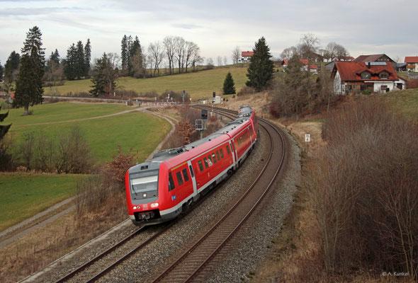 612 123 und 612 087 fahren als RE 3288 am 3. Januar 2020 nach Lindau. Sie sind hier zwischen Martinszell und Stein unterwegs.