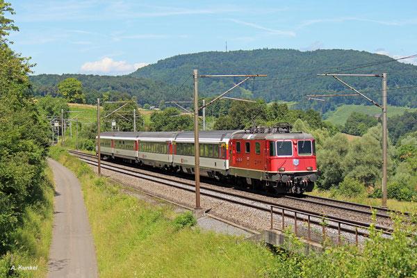 Re4/4 11300 am 04. Juli 2016 mit IR 1971 von Basel SBB nach Zürich HB bei Zeihen am Bözberg (Schweiz). Danke an den Lokführer für den kurzen Pfiff!
