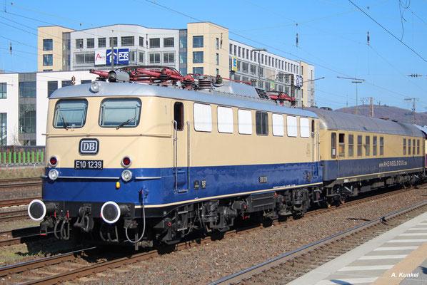 E10 1239, Aschaffenburg Hbf, 26. März 2016.