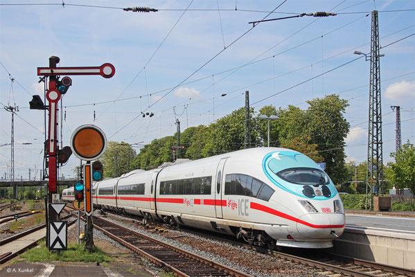 """""""Der kleine ICE"""" ganz groß: 403 514 ist am 18. Mai 2019 als ICE 629 von Dortmund nach München unterwegs und kommt dabei durch Hanau."""