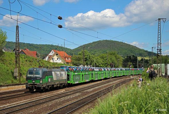 193 230 der Rurtalbahn Cargo vertritt den regulären Güterverkehr, der am 25. Mai 2017 ebenfalls in Laufach unterwegs ist. Wie alle anderen Loks auch wird auch sie von unzähligen Fotografen festgehalten.