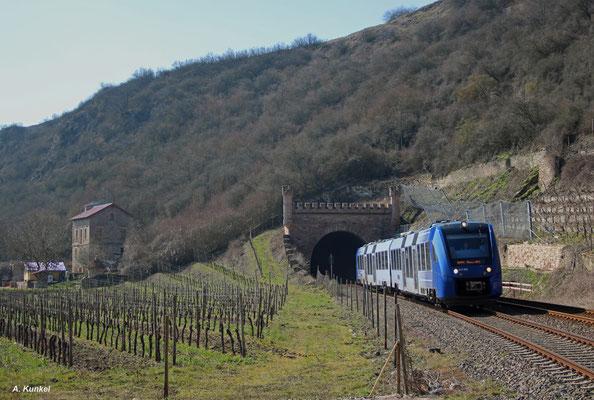 622 902 hat am 17. März 2016 als RB 29568 nach Mainz Hbf den Großen Norheimer Tunnel verlassen, nächster Halt ist Bad Münster am Stein.