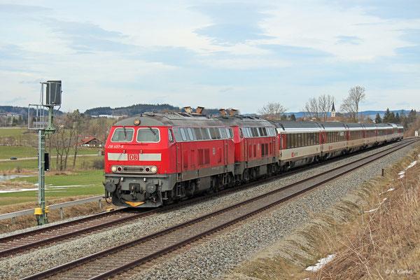 218 497 und 218 498 haben am 03. März 2019 bei Waltenhofen den EC 194 am Haken. Nächster Halt ist Lindau, wo sie den Zug verlassen und an eine Re420 der SBB übergeben werden.