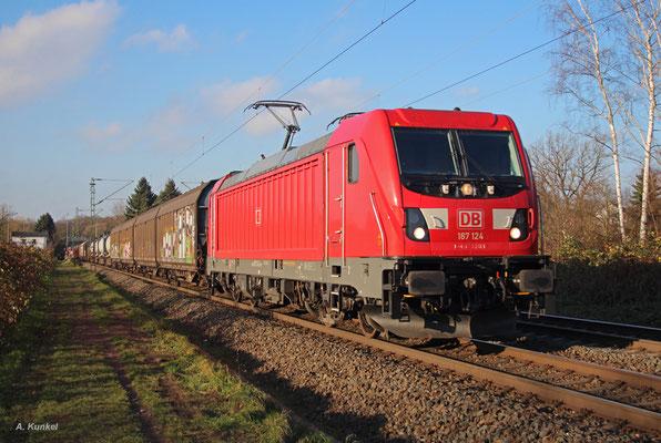 187 124 am 01. Dezember 2017 in strahlender Wintersonne bei Hanau Wilhelmsbad.