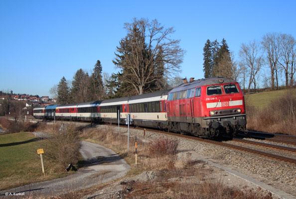 218 418, die ehemalige Touristik-218, mit EC 194 am 2. Januar 2020 bei Martinszell im Allgäu.