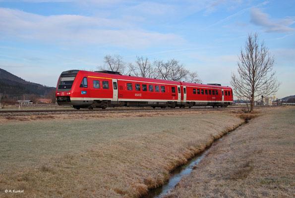 612 059 fährt am 3. Januar 2020 als RE 3384 nach Oberstdorf. Gerade verlässt er Altstädten.