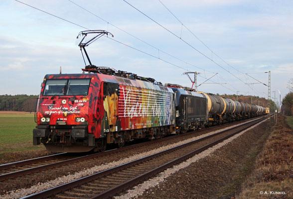 """189 206 """"Van Gogh"""" zieht am 20. Februar 2019 mit 193 621 einen Kesselzug bei Babenhausen-Harreshausen gen Darmstadt."""