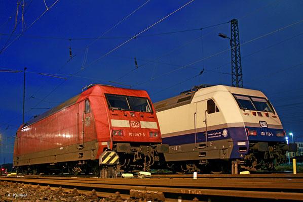 """101 047 (""""LED-Scheinwerfer"""") und 101 112 (""""Rheingold"""") stehen am frühen Morgen des 20. Mai 2017 in Frankfurt abgestellt und warten auf die nächsten Einsätze."""