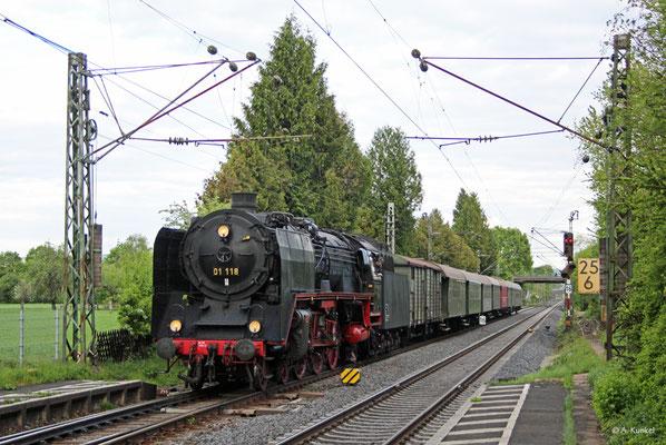 01 118 bei einem ihrer letzten Einsätze für die Historische Eisenbahn Frankfurt am 28. April 2019 in Großkrotzenburg.