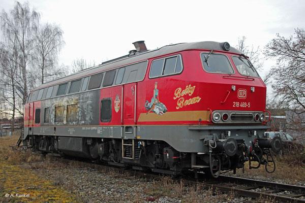 Auch 218 469 wurde von der DB im Winter 2019/20 zur Deckung des umleiterbedingten Mehrbedarfs an 218 angemietet. Doch Flachstellen über dem Grenzmaß führten die Lok in Memmingen aufs Abstellgleis, wo sie mehrere Tage lang stand, so auch am 4. Januar 2020.