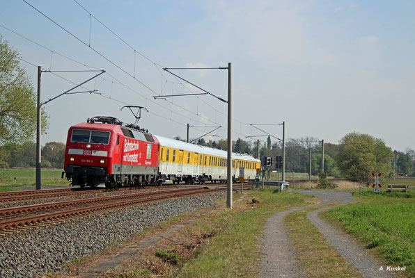Am 27. April 2017 stehen Messfahrten mit 120 153 auf den von Offenbach ausgehenden S-Bahn-Strecken an. So kommt der Messzug über den BÜ in Ober-Roden, wo sonst nur ET430 unterwegs sind.