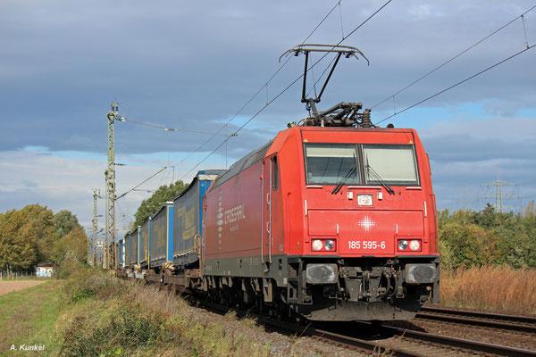 Die für Crossrail fahrende 185 595 hat einen LKW Walter-Zug am Haken (Bischofsheim, 05. Oktober 2017).