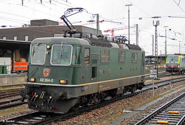 "430 364, eine Re 4/4 III ""Gotthardlok"", rangiert am 26. Januar 2018 in Basel Bad Bf."