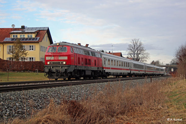 218 456 mit IC 2085 am 3. Januar 2020 in Martinszell.