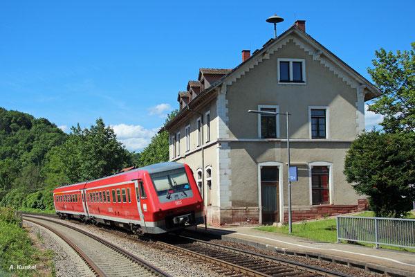 611 036 in geneigter Kurvenfahrt als IRE 3070 Singen (Htw) - Basel Bad. Bf am 04. Juli 2016 auf der Hochrheinbahn bei der Durchfahrt von Wehr-Brennet.