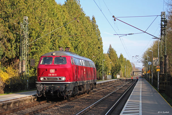 218 155 der NeSa wird am 30. März 2019 überführt. Auf ihrer Fahrtroute liegt auch der Bahnhof von Großkrotzenburg.