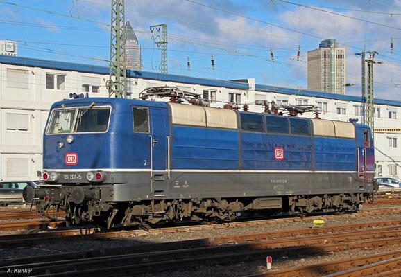 Nach getaner Arbeit ist 181 201 am 17. Januar 2017 auf den Lokabstellgleisen des ehemaligen BW Frankfurt (M) 1 angekommen und ruht sich aus für die nächsten Einsätze.